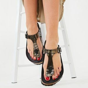 Birkenstock Gizeh BS Gator Gleam Black Sandal. 8